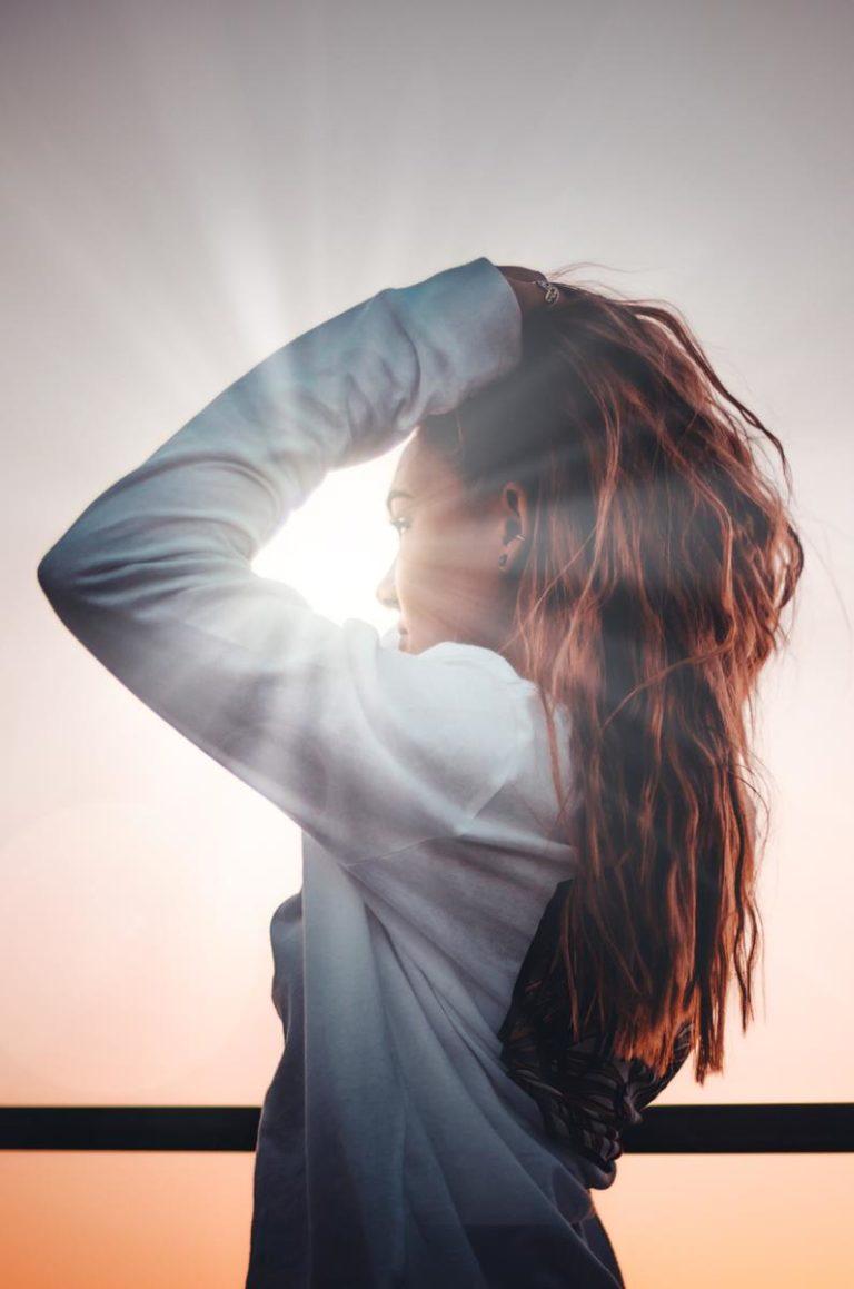 Jak zadbać o kruche i zniszczone włosy?